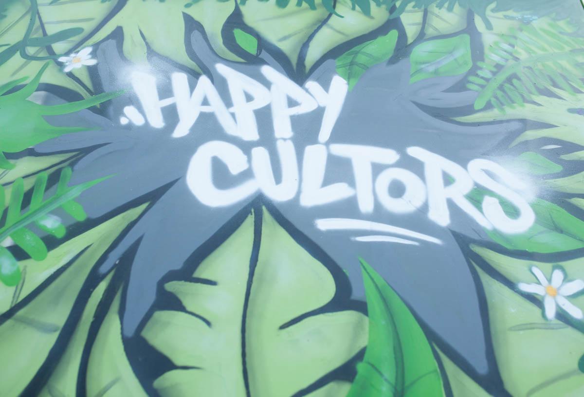 Happy cultors